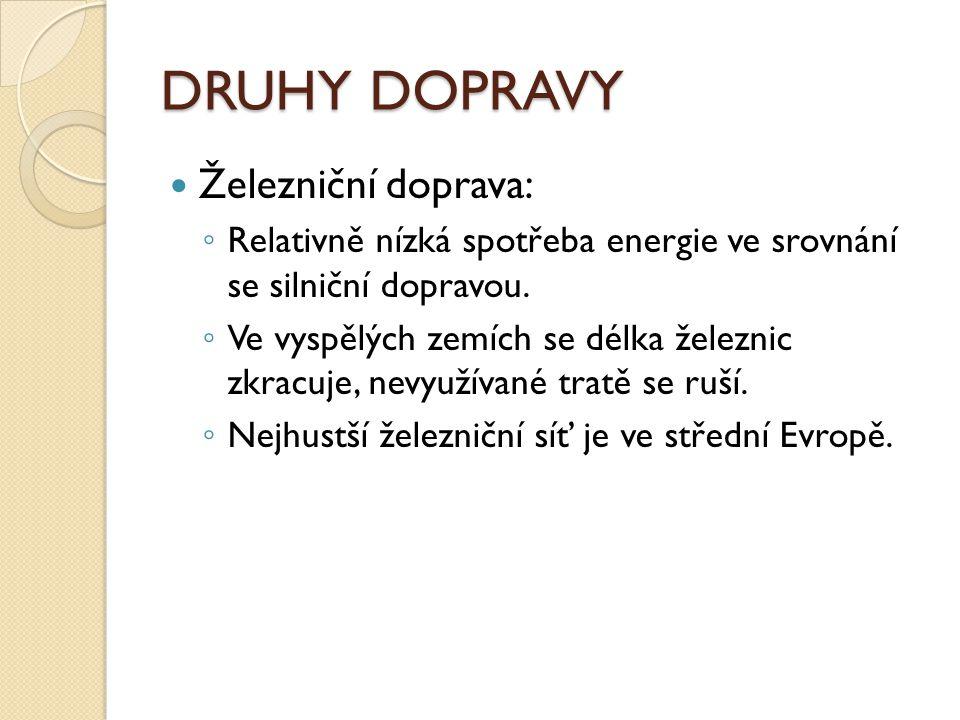 DRUHY DOPRAVY Železniční doprava: ◦ Relativně nízká spotřeba energie ve srovnání se silniční dopravou.