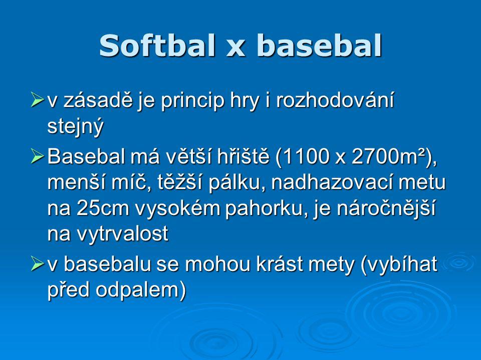 Softbal x basebal  v zásadě je princip hry i rozhodování stejný  Basebal má větší hřiště (1100 x 2700m²), menší míč, těžší pálku, nadhazovací metu n