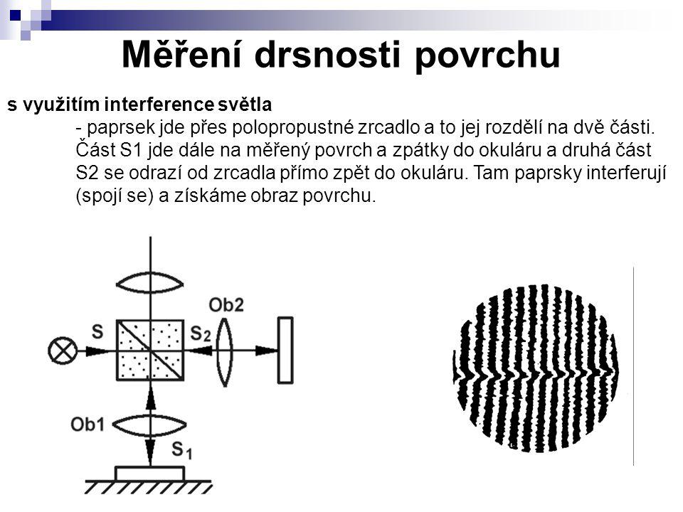 Měření drsnosti povrchu s využitím interference světla - paprsek jde přes polopropustné zrcadlo a to jej rozdělí na dvě části. Část S1 jde dále na měř