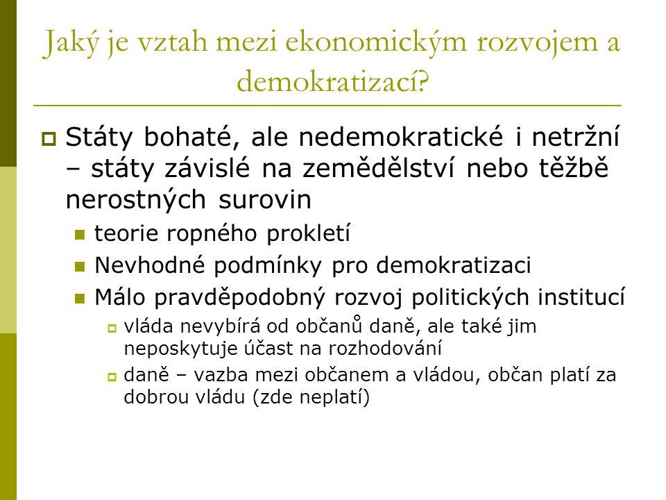 Jaký je vztah mezi ekonomickým rozvojem a demokratizací.