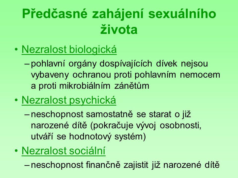 Předčasné zahájení sexuálního života Nezralost biologická –pohlavní orgány dospívajících dívek nejsou vybaveny ochranou proti pohlavním nemocem a proti mikrobiálním zánětům Nezralost psychická –neschopnost samostatně se starat o již narozené dítě (pokračuje vývoj osobnosti, utváří se hodnotový systém) Nezralost sociální –neschopnost finančně zajistit již narozené dítě