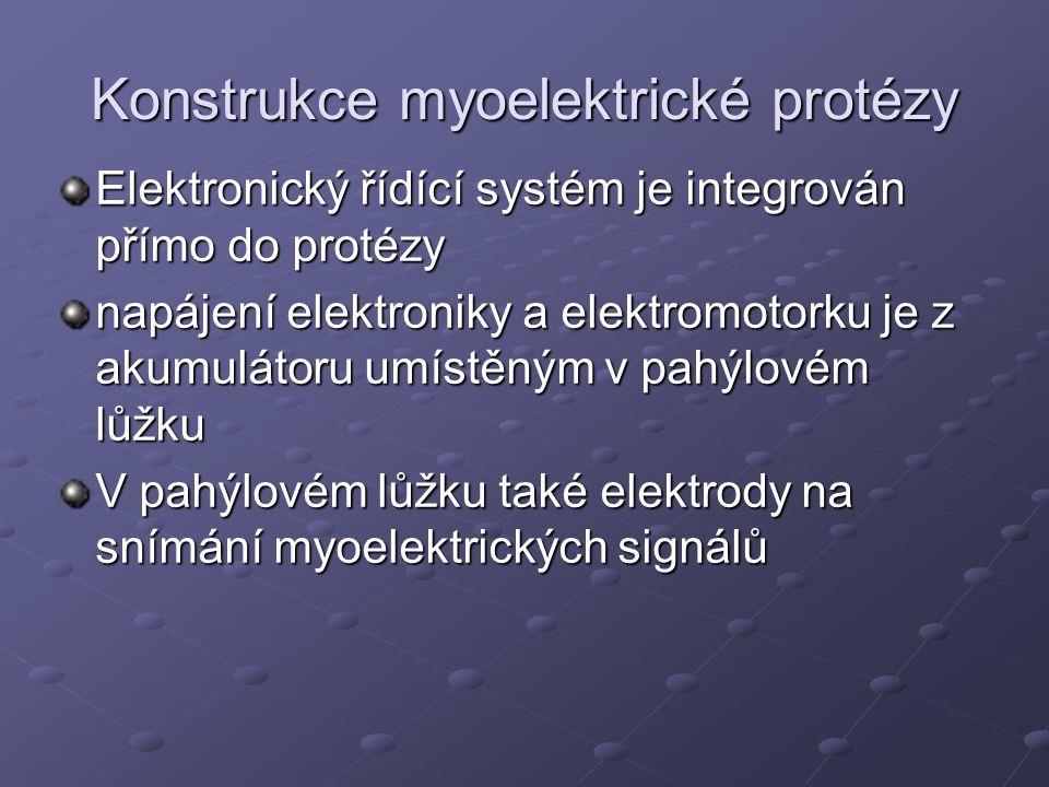 Konstrukce myoelektrické protézy Otevírání a uzavírání protézy je ovládáno kontrakcí svalových skupin detekována povrchovými elektrodami ve formě elektrických signálů – myopotenciálů signály mají velice nízkou úroveň napětí (řádově μV), proto jsou zesíleny a zpracovány elektronickou částí mechanismu