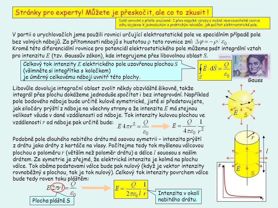 19 V partii o urychlovačích jsme použili rovnici určující elektrostatické pole ve speciálním případě pole bez volných nábojů. Za přítomnosti nábojů s