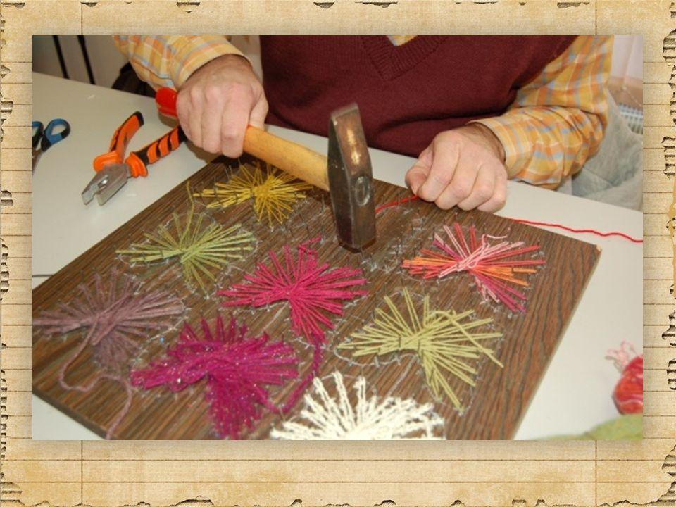 … vyrábí lucerny na svíčku z plechovky… … tvoří obraz s motýly… … je kreativní, chlubí se … kv ě ten 2014