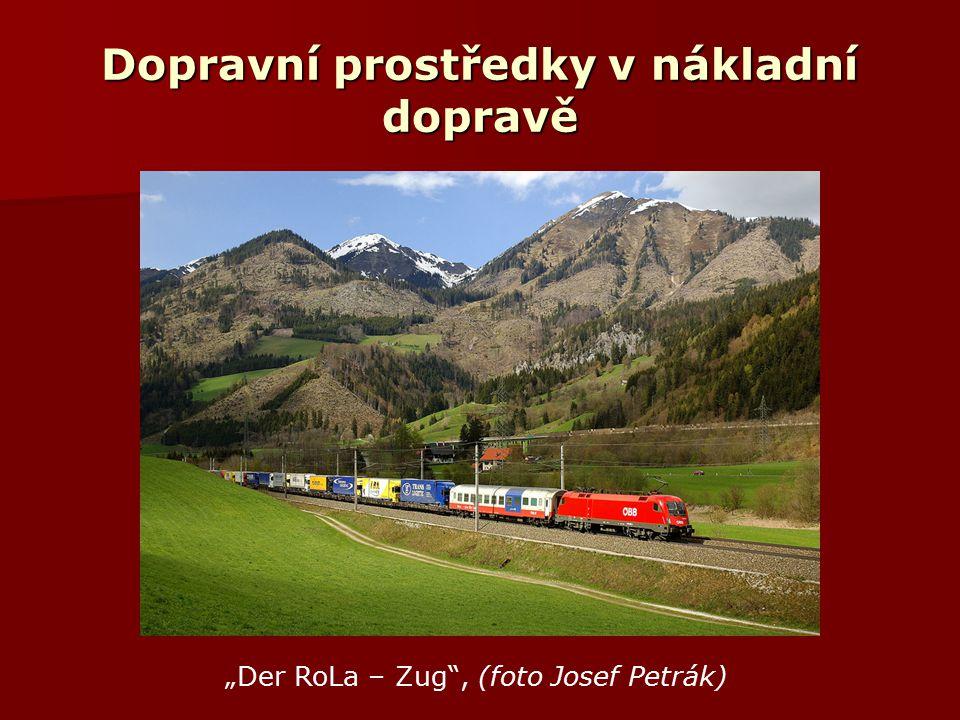 """Dopravní prostředky v nákladní dopravě """"Der RoLa – Zug , (foto Josef Petrák)"""