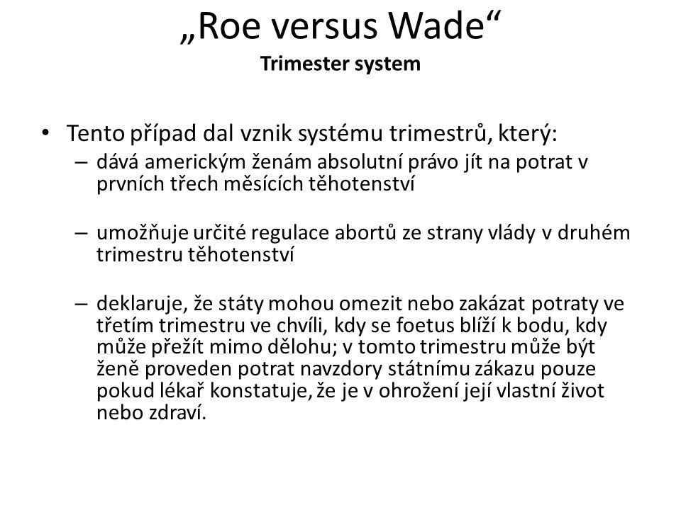 """""""Roe versus Wade"""" Trimester system Tento případ dal vznik systému trimestrů, který: – dává americkým ženám absolutní právo jít na potrat v prvních tře"""