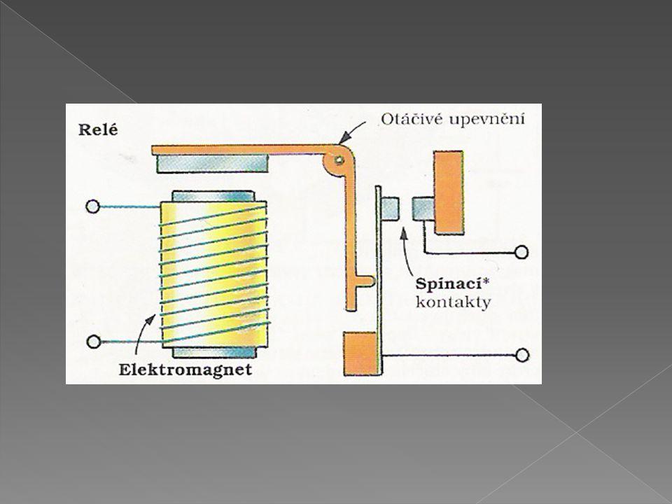  magnetický záznam signálů  magnetický záznam je založen na trvalém zmagnetování vrstvy feromagnetika naneseného na nosiči z trvalého materiálu  zaznamenává se pomocí záznamové hlavy tvořené cívkou, jejíž jádro je přerušeno štěrbinou – v místě štěrbiny dochází k záznamu na pásek  reprodukce – snímací hlava opačným postupem získává informace z pásku