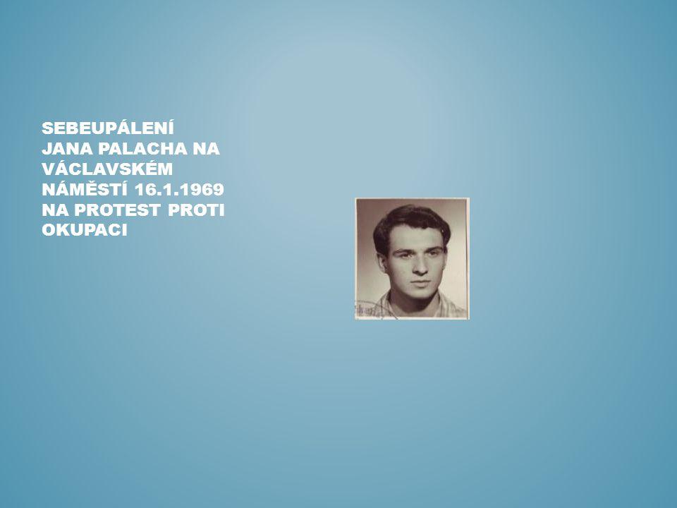 SEBEUPÁLENÍ JANA PALACHA NA VÁCLAVSKÉM NÁMĚSTÍ 16.1.1969 NA PROTEST PROTI OKUPACI