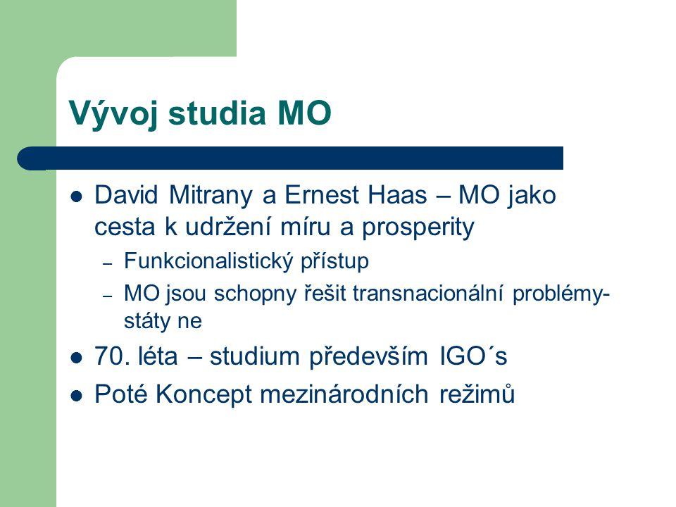 Vývoj studia MO David Mitrany a Ernest Haas – MO jako cesta k udržení míru a prosperity – Funkcionalistický přístup – MO jsou schopny řešit transnacio