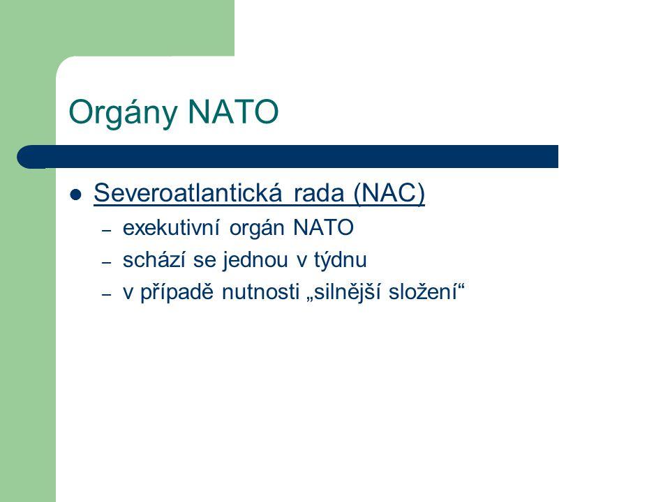 """Orgány NATO Severoatlantická rada (NAC) – exekutivní orgán NATO – schází se jednou v týdnu – v případě nutnosti """"silnější složení"""""""