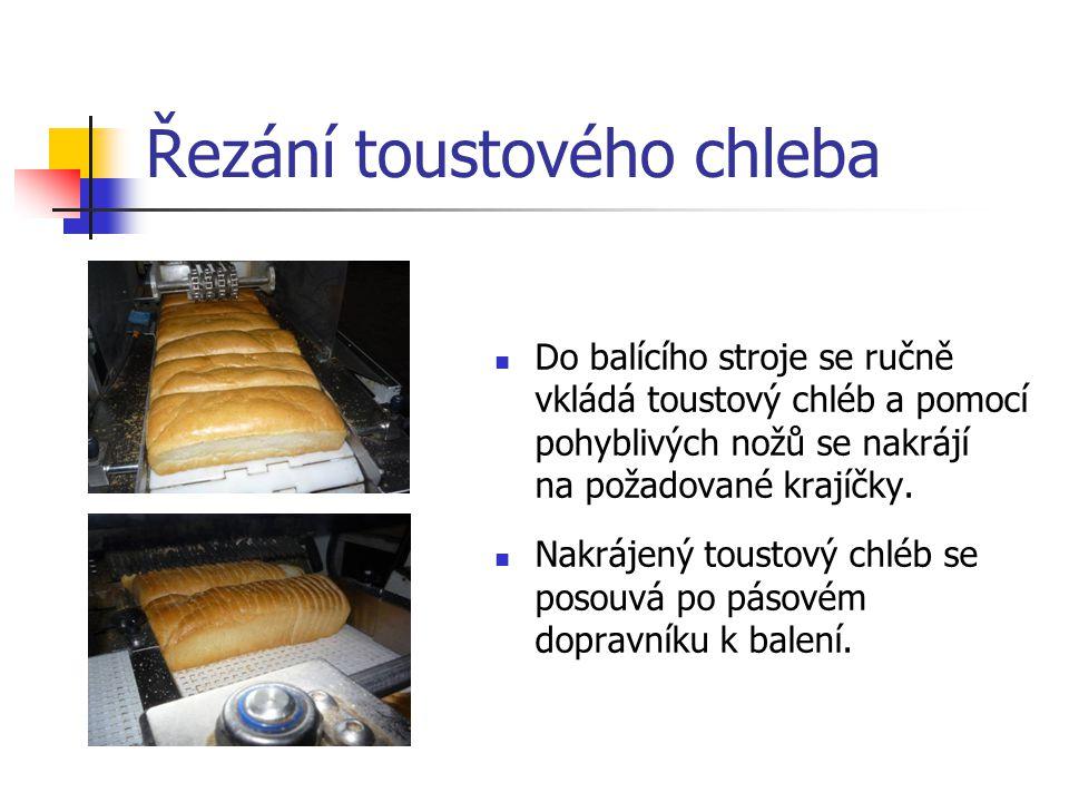 Řezání toustového chleba Do balícího stroje se ručně vkládá toustový chléb a pomocí pohyblivých nožů se nakrájí na požadované krajíčky.