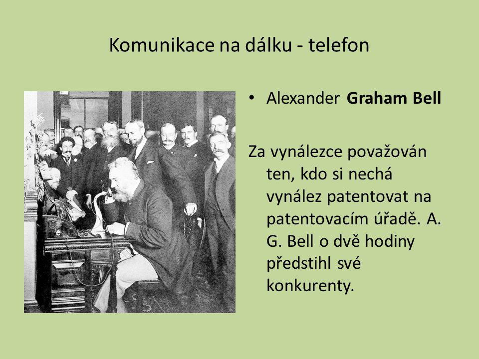 Komunikace na dálku - telefon Alexander Graham Bell Za vynálezce považován ten, kdo si nechá vynález patentovat na patentovacím úřadě.