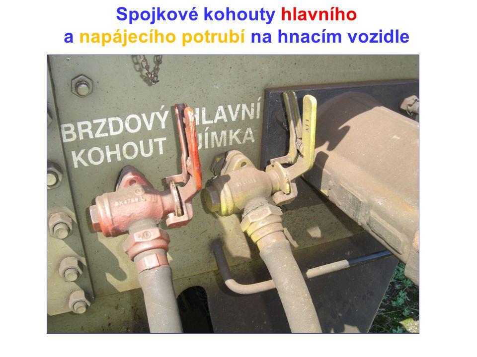 Spojkové kohouty hlavního a napájecího potrubí na hnacím vozidle
