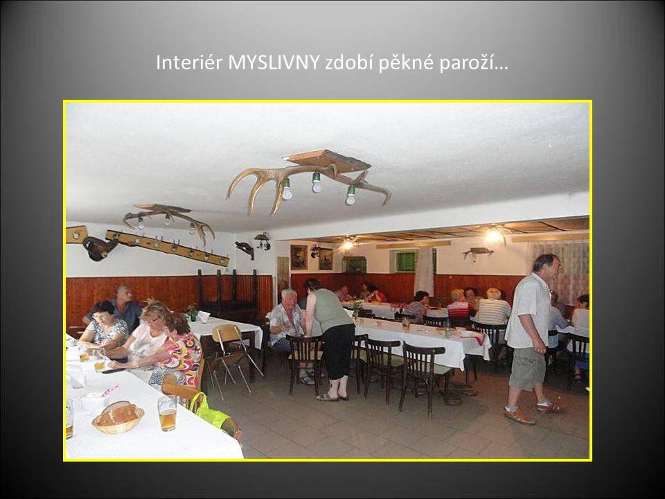 Zdena a Milada při chystání guláše pro účastníky setkání roznášku jídla zajišťovala Jarka, Marie a další