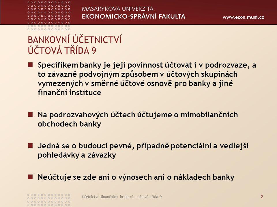 www.econ.muni.cz Účetnictví finančních institucí - účtová třída 923 POHLEDÁVKY A ZÁVAZKY Z OPČNÍCH OPERACÍ Opční operace je smlouva mezi prodejcem a kupujícím o možném nákupu podkladového nástroje nebo jeho prodeji za smluvenou cenu k určitému datu nebo kdykoliv před tím, než tato smlouva uplyne Výstavce opce má u nákupní opce povinnost prodat a u prodejní opce povinnost nakoupit podkladový nástroj za pevně určenou (realizační) cenu Pohledávky a závazky se účtují v hodnotě podkladového nástroje a dále se přeceňují z titulu změn úrokových měr, spotových měnových kurzů, změn cen akcií a změn cen komodit Pohledávky a závazky se evidují v podrozvaze od dne sjednání obchodu až do jeho vypořádání