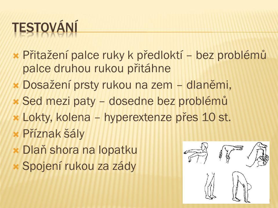  Přitažení palce ruky k předloktí – bez problémů palce druhou rukou přitáhne  Dosažení prsty rukou na zem – dlaněmi,  Sed mezi paty – dosedne bez problémů  Lokty, kolena – hyperextenze přes 10 st.