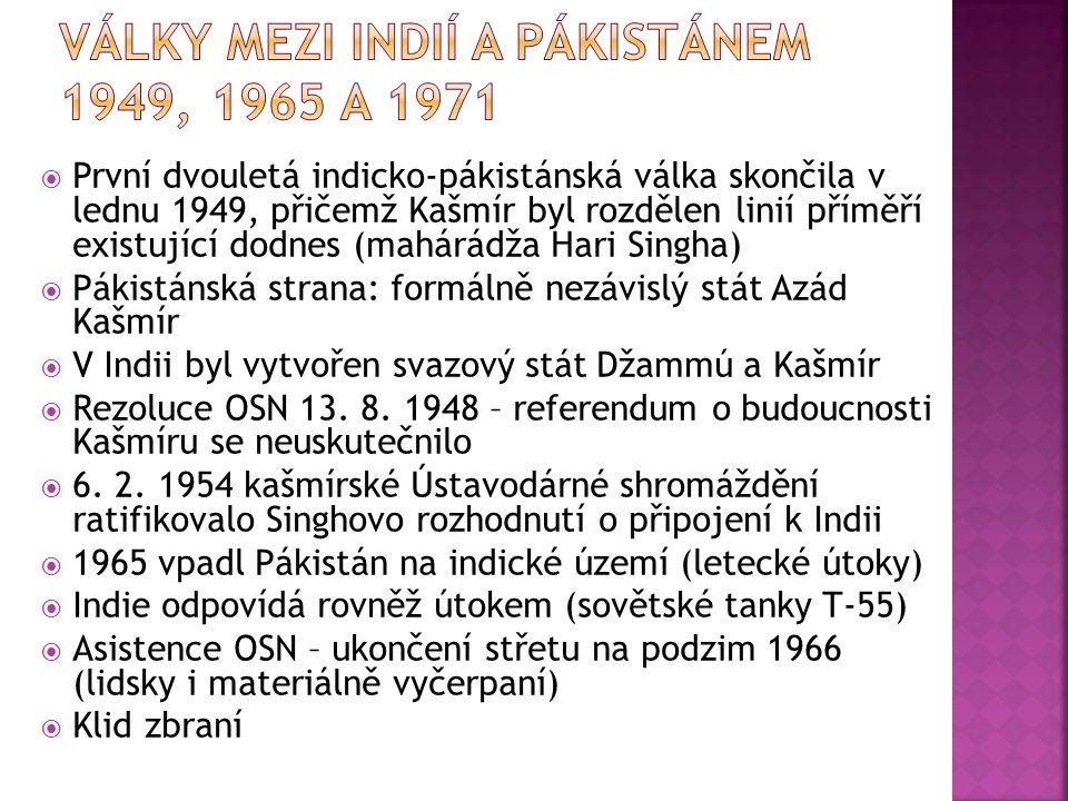  První dvouletá indicko-pákistánská válka skončila v lednu 1949, přičemž Kašmír byl rozdělen linií příměří existující dodnes (mahárádža Hari Singha)  Pákistánská strana: formálně nezávislý stát Azád Kašmír  V Indii byl vytvořen svazový stát Džammú a Kašmír  Rezoluce OSN 13.