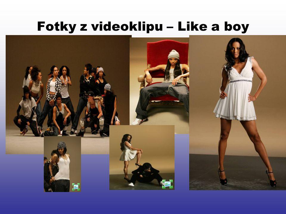 Fotky z videoklipu – Like a boy