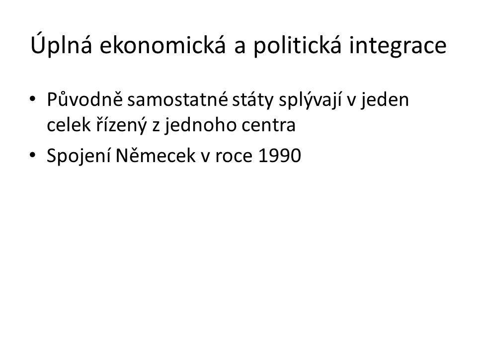 Úplná ekonomická a politická integrace Původně samostatné státy splývají v jeden celek řízený z jednoho centra Spojení Němecek v roce 1990