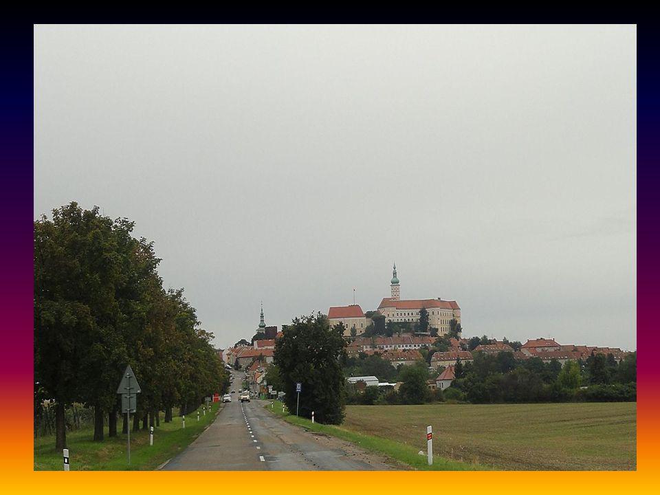 Příjezd do MIKULOVA pohled na město a zámek