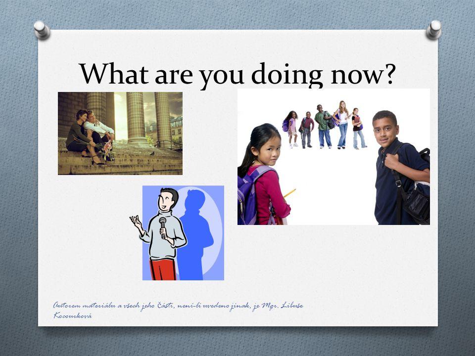 Metodický návod: O Snímek 3, 4, 5 – žáci popisují, co dělají osoby na obrázcích.