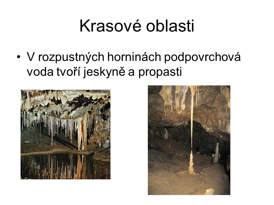 Krasové oblasti V rozpustných horninách podpovrchová voda tvoří jeskyně a propasti