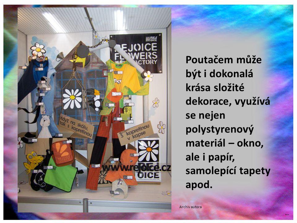 ©c.zuk Archiv autora Poutačem může být i dokonalá krása složité dekorace, využívá se nejen polystyrenový materiál – okno, ale i papír, samolepící tapety apod.