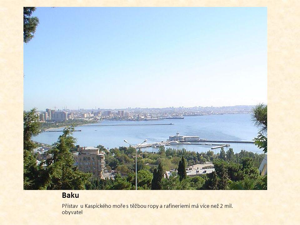 Baku Přístav u Kaspického moře s těžbou ropy a rafineriemi má více než 2 mil. obyvatel