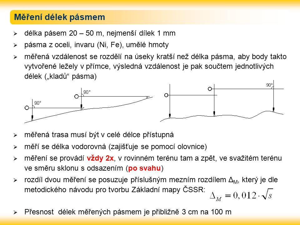 """Měření délek pásmem  délka pásem 20 – 50 m, nejmenší dílek 1 mm  pásma z oceli, invaru (Ni, Fe), umělé hmoty  měřená vzdálenost se rozdělí na úseky kratší než délka pásma, aby body takto vytvořené ležely v přímce, výsledná vzdálenost je pak součtem jednotlivých délek (""""kladů pásma)  měřená trasa musí být v celé délce přístupná  měří se délka vodorovná (zajišťuje se pomocí olovnice)  měření se provádí vždy 2x, v rovinném terénu tam a zpět, ve svažitém terénu ve směru sklonu s odsazením (po svahu)  rozdíl dvou měření se posuzuje příslušným mezním rozdílem Δ M, který je dle metodického návodu pro tvorbu Základní mapy ČSSR:  Přesnost délek měřených pásmem je přibližně 3 cm na 100 m"""