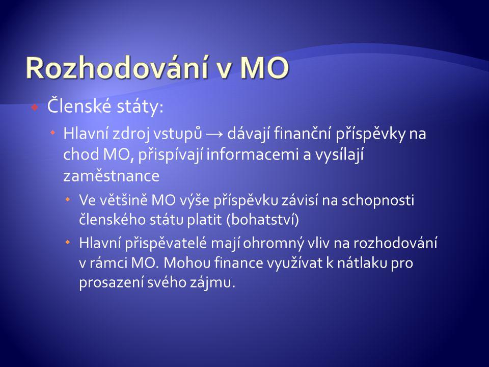  Členské státy:  Hlavní zdroj vstupů → dávají finanční příspěvky na chod MO, přispívají informacemi a vysílají zaměstnance  Ve většině MO výše příspěvku závisí na schopnosti členského státu platit (bohatství)  Hlavní přispěvatelé mají ohromný vliv na rozhodování v rámci MO.
