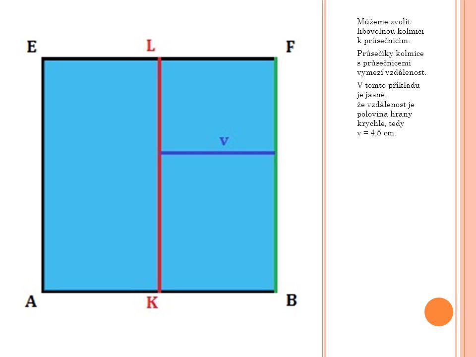 Můžeme zvolit libovolnou kolmici k průsečnicím. Průsečíky kolmice s průsečnicemi vymezí vzdálenost. V tomto příkladu je jasné, že vzdálenost je polovi