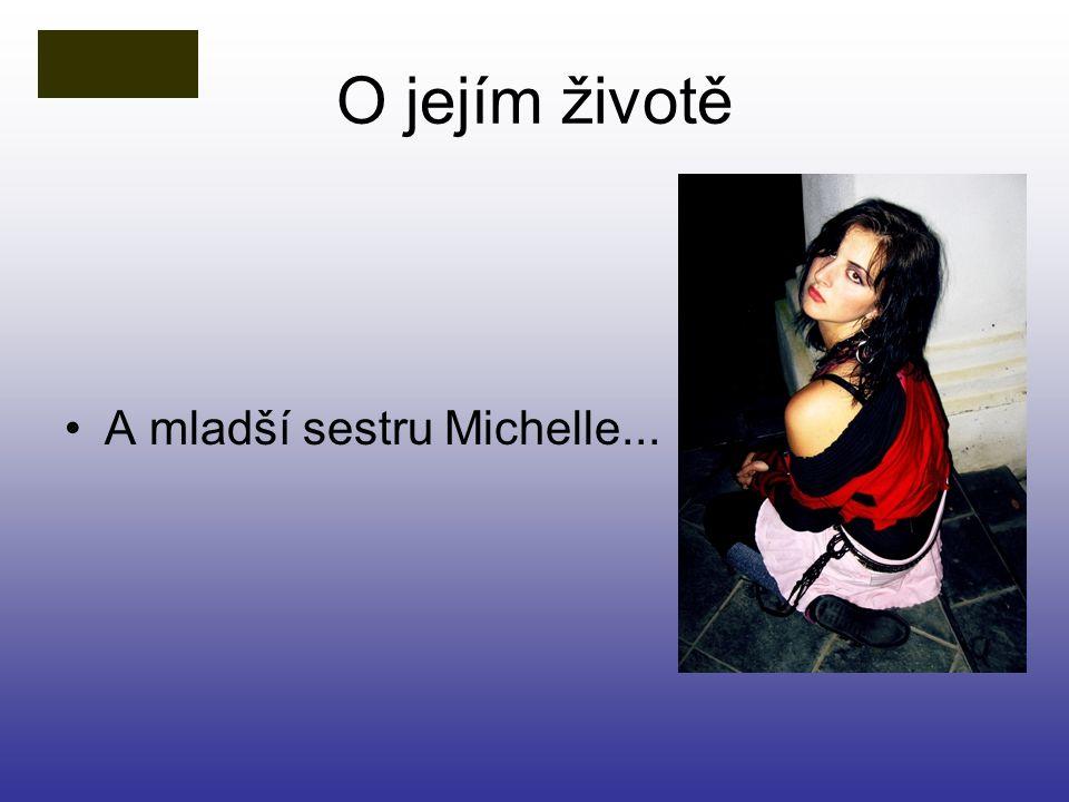 O jejím životě A mladší sestru Michelle...