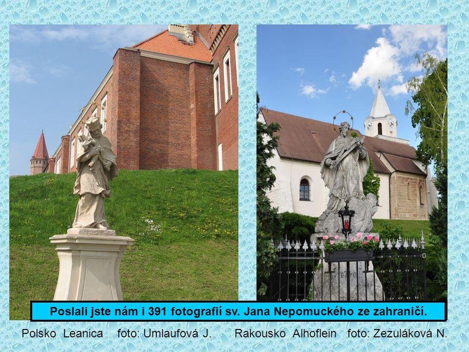 Výklenků, domovních znamení a reliéfů najdete 275. Huzová foto: Novotný M.. Opočno foto: Kladivová V.