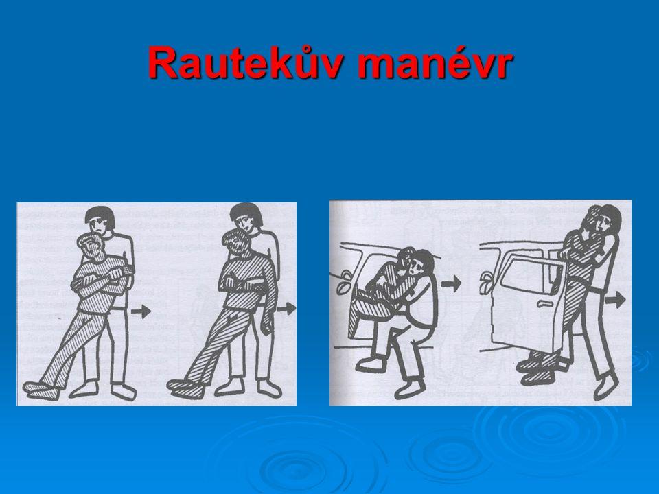 Transport postiženého Doprovod jednoho zachránce  používá se u lehčích zranění, kdy je poraněný v dobrém stavu  je třeba sledovat stav zraněného, v případě zhoršení stavu (mdloby) jej buď odtáhneme, nebo položíme na zem