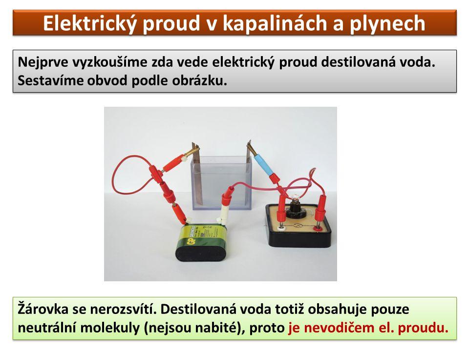Elektrický proud v kapalinách a plynech Nejprve vyzkoušíme zda vede elektrický proud destilovaná voda.