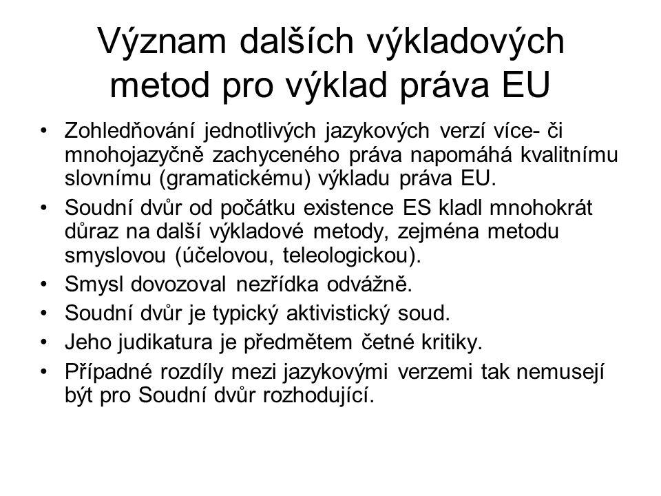 Význam dalších výkladových metod pro výklad práva EU Zohledňování jednotlivých jazykových verzí více- či mnohojazyčně zachyceného práva napomáhá kvali
