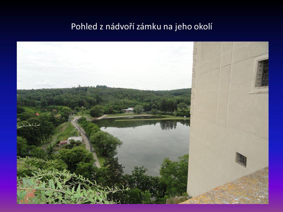 Boční pohled na Plumlovský zámek