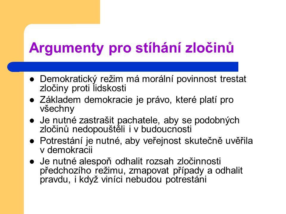 Argumenty pro stíhání zločinů Demokratický režim má morální povinnost trestat zločiny proti lidskosti Základem demokracie je právo, které platí pro vš
