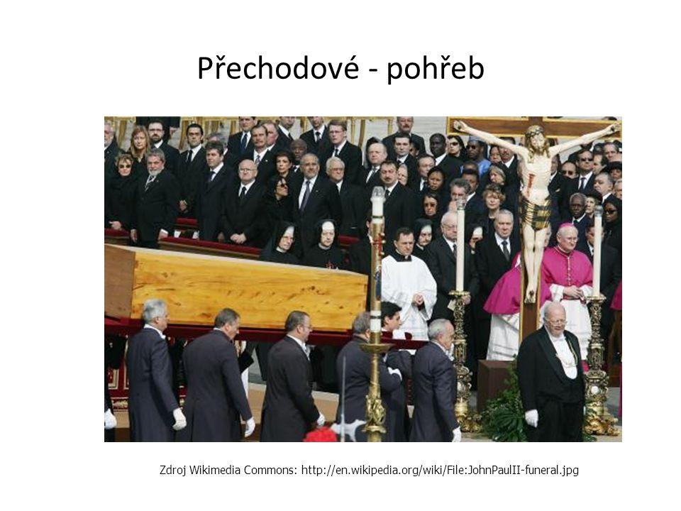 Přechodové - pohřeb Zdroj Wikimedia Commons: http://en.wikipedia.org/wiki/File:JohnPaulII-funeral.jpg