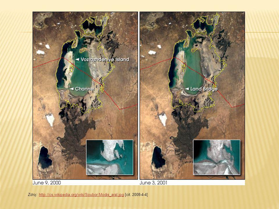 Aralské jezero v roce 2003 Černá čára naznačuje jeho plochu v roce 1950 Zdroj: http://cs.wikipedia.org/wiki/Soubor:Karte_aralsee.jpg [cit.