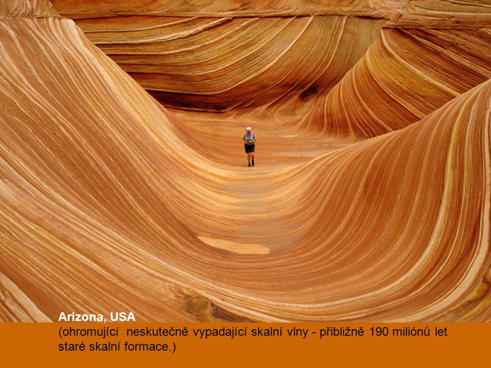 Arizona, USA (ohromující neskutečně vypadající skalní vlny - přibližně 190 miliónů let staré skalní formace.)