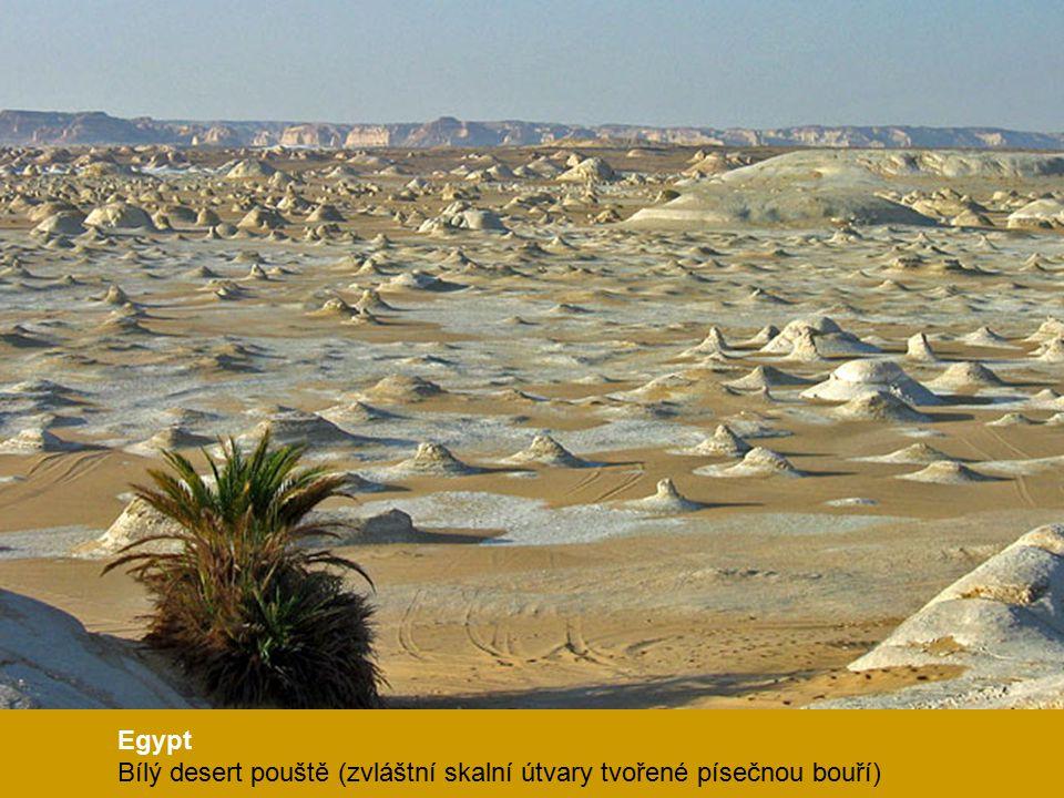 Egypt Bílý desert pouště (zvláštní skalní útvary tvořené písečnou bouří)