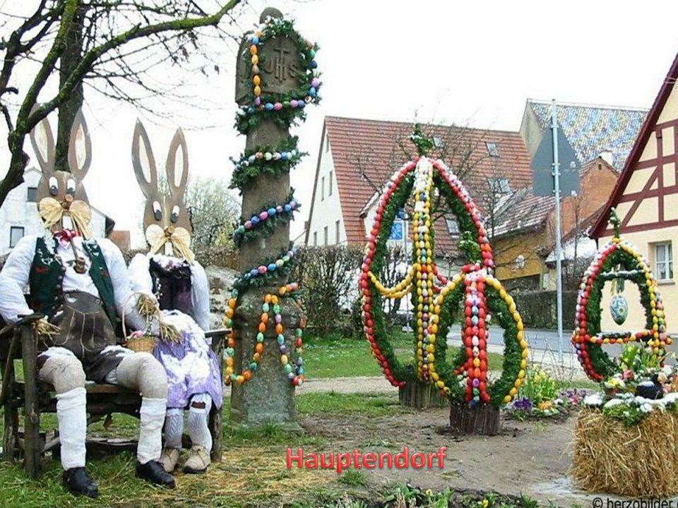 Ve francouzské části Švýcarska je zvykem zdobit před Velikonocemi studny barevnými kraslicemi, stužkami, girlandami, jedlovými větvičkami a dalšími ozdobami.