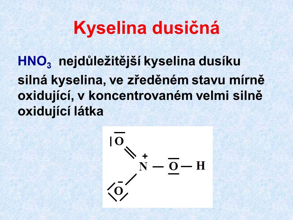 Kyselina dusičná HNO 3 nejdůležitější kyselina dusíku silná kyselina, ve zředěném stavu mírně oxidující, v koncentrovaném velmi silně oxidující látka