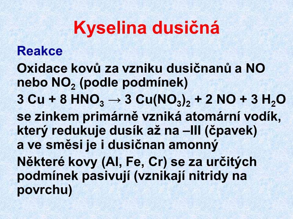 Kyselina dusičná Reakce Oxidace kovů za vzniku dusičnanů a NO nebo NO 2 (podle podmínek) 3 Cu + 8 HNO 3 → 3 Cu(NO 3 ) 2 + 2 NO + 3 H 2 O se zinkem pri