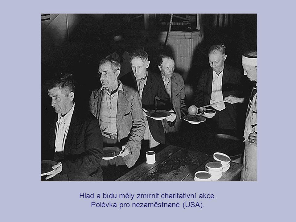 Hlad a bídu měly zmírnit charitativní akce. Polévka pro nezaměstnané (USA).