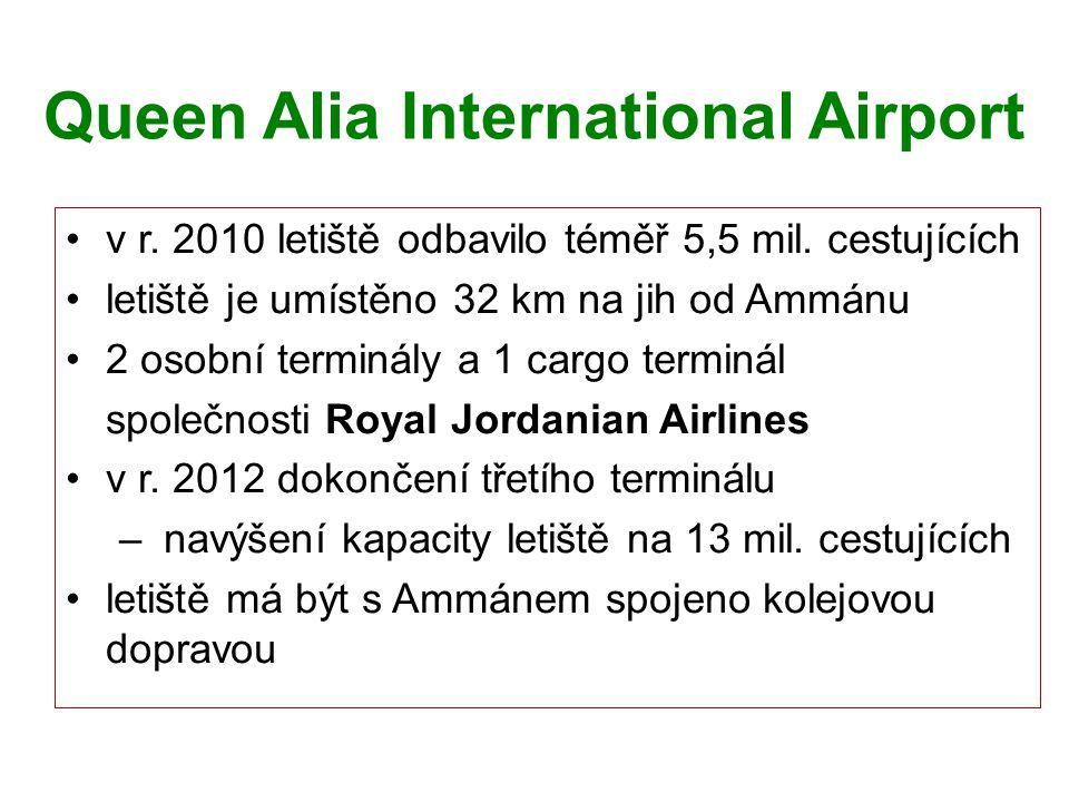 Queen Alia International Airport v r. 2010 letiště odbavilo téměř 5,5 mil. cestujících letiště je umístěno 32 km na jih od Ammánu 2 osobní terminály a