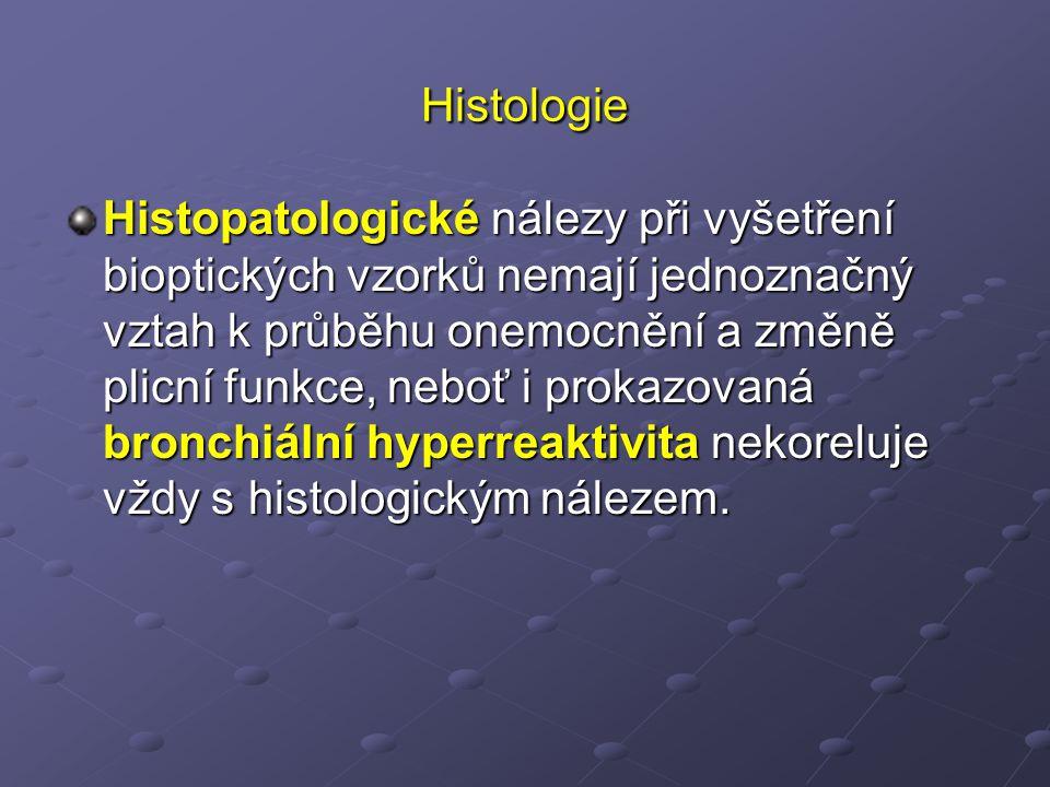 Histologie Histopatologické nálezy při vyšetření bioptických vzorků nemají jednoznačný vztah k průběhu onemocnění a změně plicní funkce, neboť i prokazovaná bronchiální hyperreaktivita nekoreluje vždy s histologickým nálezem.
