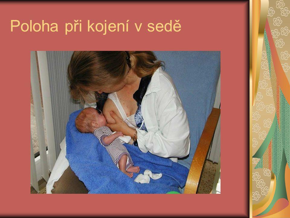 Poloha při kojení v sedě