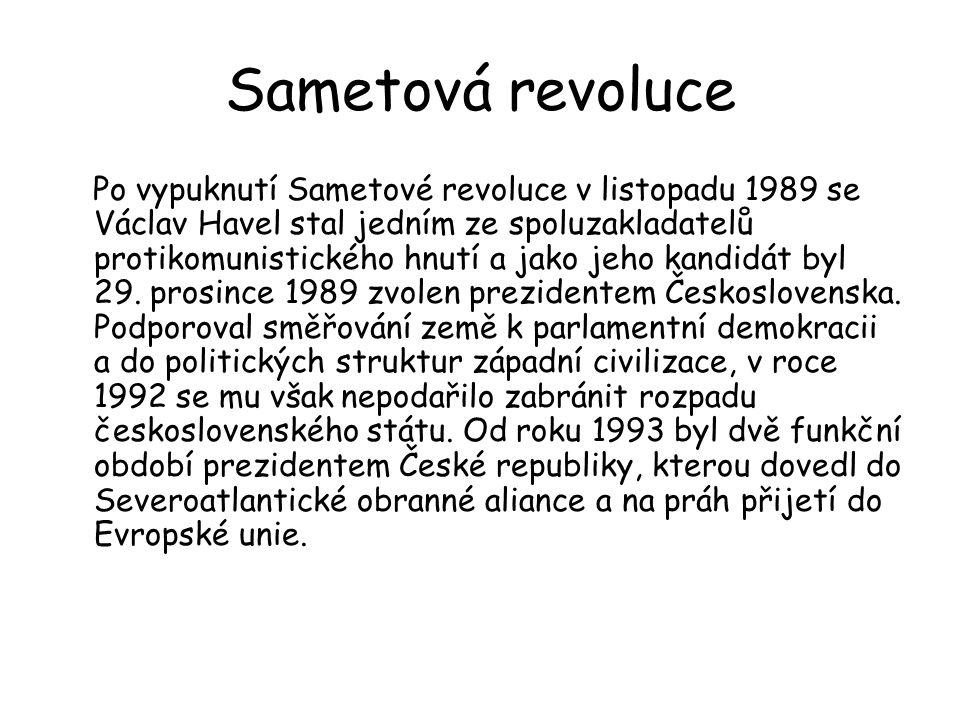 Sametová revoluce Po vypuknutí Sametové revoluce v listopadu 1989 se Václav Havel stal jedním ze spoluzakladatelů protikomunistického hnutí a jako jeh